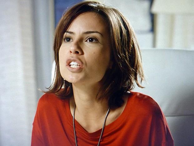 Clara perde a paciência com Cristina e discute com a irmã (Foto: TV Globo)