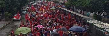 Recife tem ato pelo Dia do Trabalho e contra impeachment (Thays Estarque / G1)