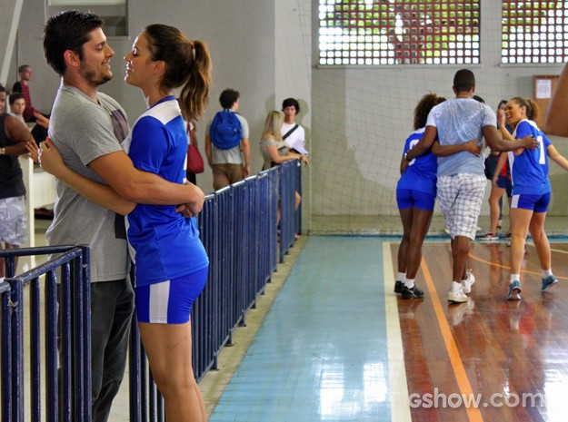 Bruna e Bruno rodam cenas de romance entre Luiza e André (Foto: Em Família/ TV Globo)
