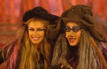 Grazi e Xuxa se fantasiaram de bruxas para o programa da apresentadora  TV Globo/ João Miguel Júnior