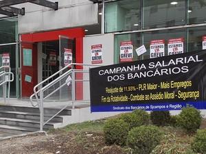 Greve Bancos São José dos Campos (Foto: Daniel Corrá/G1)