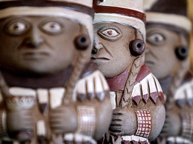 Típica cerâmica Moche descoberta na câmara funerária de 1.200 anos (Foto: Douglas Suares/STR/AFP)