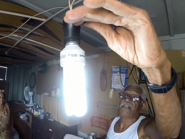 Casal mora em um contêiner na região central de Campinas (Foto: Reprodução EPTV)