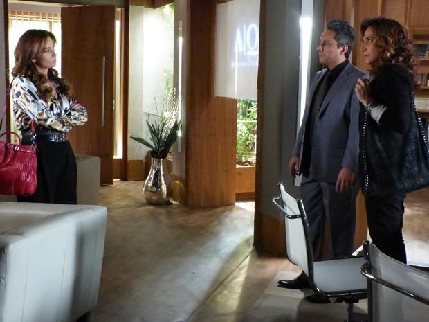 Helô vai atrás de Wanda no escritório do ex (Foto: Salve Jorge/TV Globo)