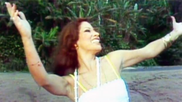 Na década de 80, o Brasil perdia a 'guerreira' Clara Nunes (Reprodução/TV Globo)