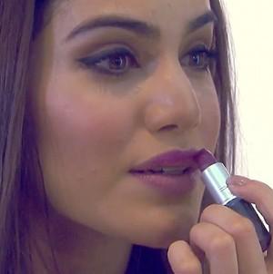 Camila Coelho ensina maquiagem para a noite (Foto: TV Globo)