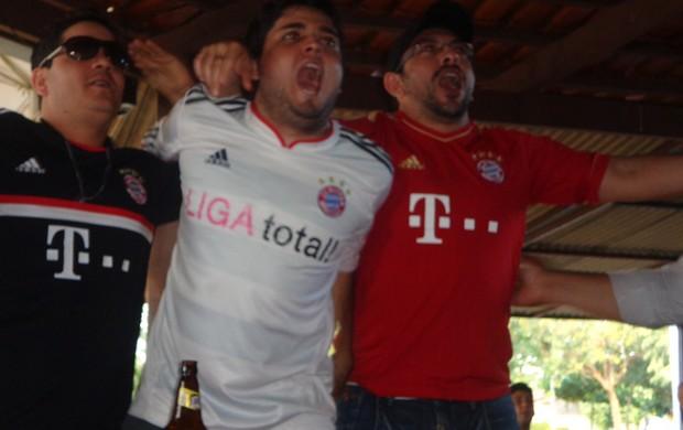 Gustavo comemora vitória do Bayern sobre o São Paulo (Foto: Vilma Nascimento/GLOBOESPORTE.COM)