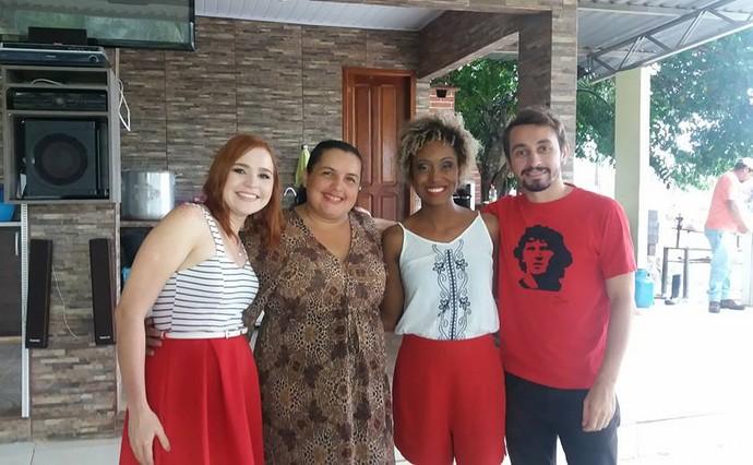 Jéssica, Iolanda Dourado (filha de Gerardo), Jaque Santtos e Moacyr Massulo felizes com a surpresa (Foto: Arquivo Pessoal)