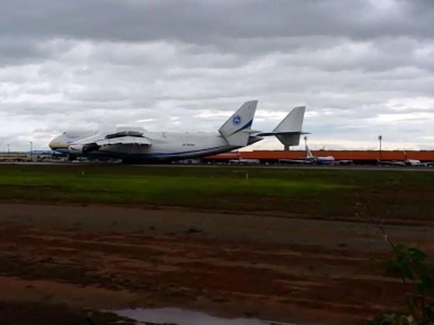 Antonov An0-225 pousa em Campinas (Foto: Roberta Steganha/G1)