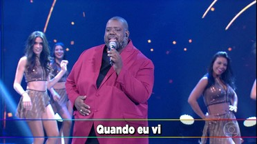 Péricles canta 'Gamei' no palco do 'Domingão'