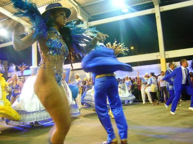 Unidos da Vila Isabel de Porto Alegre mostrou samba-enredo nessa sexta-feira (Foto: Israel Ávila/Setor 1)