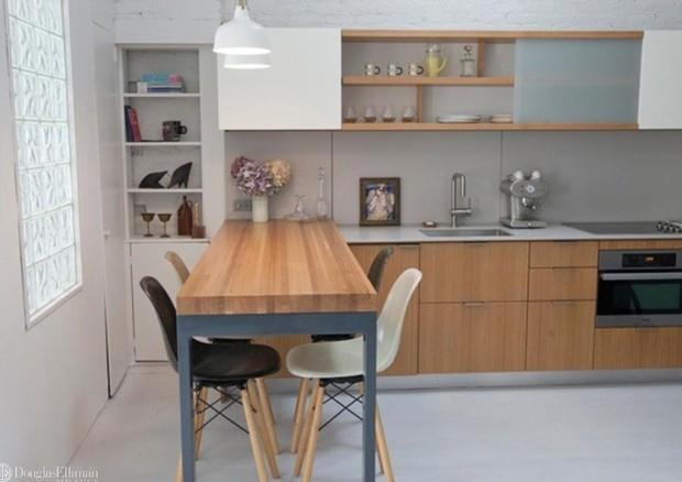 O apartamento também conta com uma moderna cozinha  (Foto: Divulgação/Douglas Elliman)