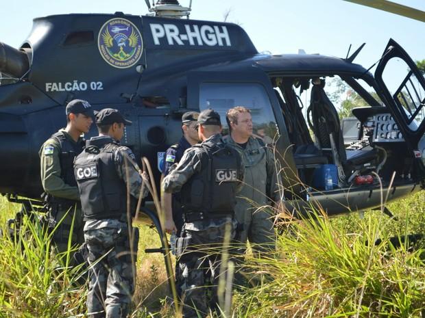 Helicoptéro foi utilizado durante a reitegração em Machadinho (Foto: Anari Notícia/Reprodução)