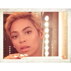 Beyoncé de cabelo curtinho (Foto: reprodução do Instagram)