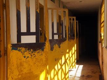 Ala do módulo do antigo Caje destruído nesta quinta-feira (7) (Foto: Ricardo Moreira/G1)