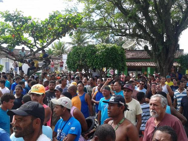 Crime revolta população de Canavieiras, na Bahia (Foto: Anderson Souza/Rede Baiana de Rádio)