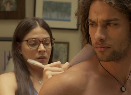 Elisa fica caidinha por Nuno e deixa Vanda cheia de ciúme do marido