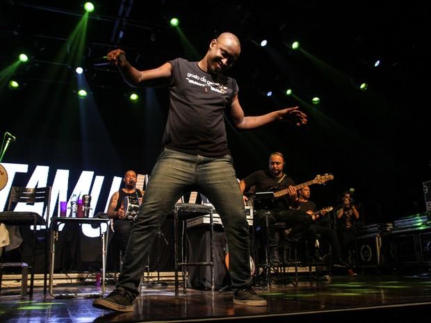 Thiaguinho em show em São Paulo (Foto: Amauri Nehn/ Brazil News)
