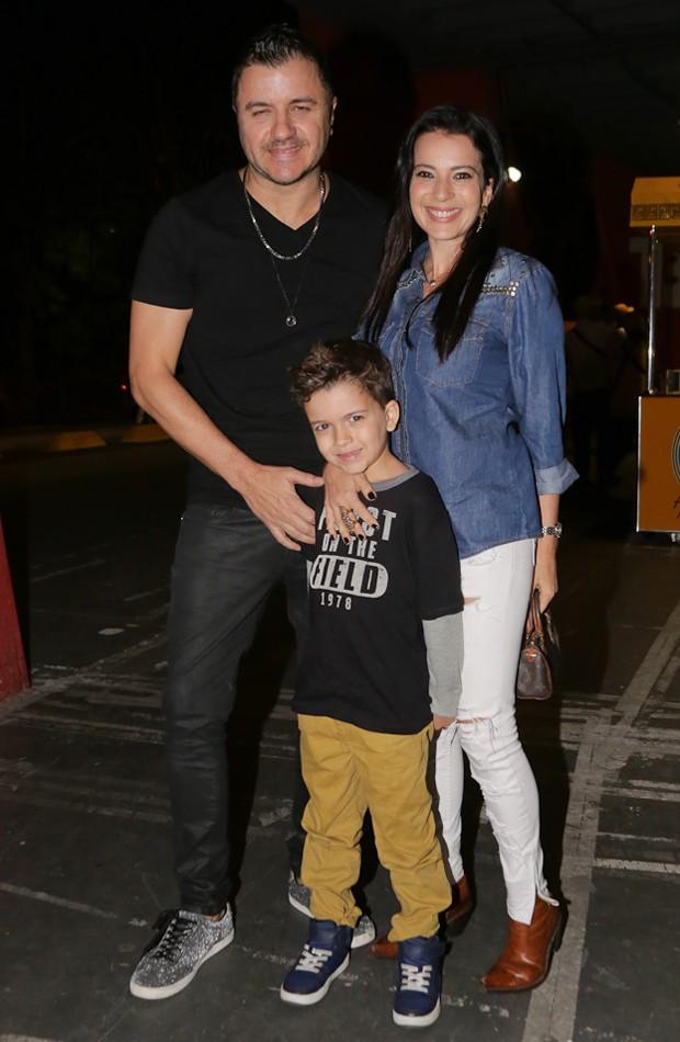 Maurício Manieri com a mulher, Izabelle Stein, e o filho, Marco (Foto: Samuel Chaves/Brazil News)