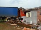 Caminhão invade e destrói residência em São Paulo das Missões, RS