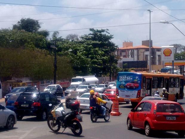 Candidatos enfrentam trânsito carregado no segundo dia do Enem 2015 em São Luís (MA) (Foto: Danilo Quixaba / Mirante AM)