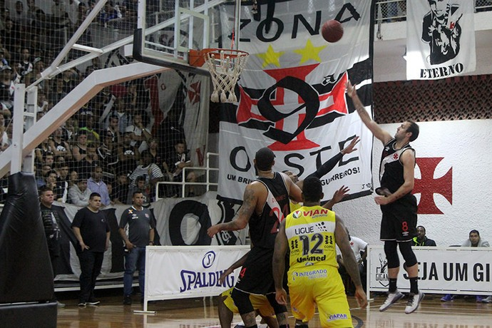 Vasco Campo Mourão liga ouro basquete (Foto: Paulo Fernandes/Vasco)