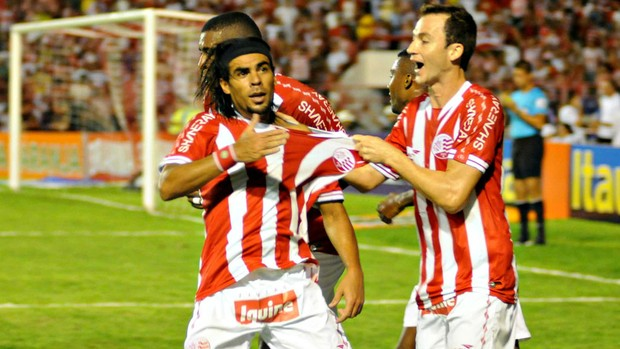 Náutico x Botafogo - Araújo (Foto: Aldo Carneiro/Pernambuco Press)