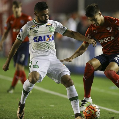 Lourency e Rogoni Independiente x Chapecoens (Foto: David Fernández/EFE)