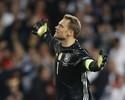 Flerte com o perigo: Neuer se destaca nas defesas, mas dá susto como líbero