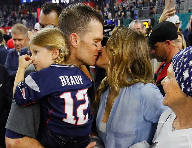 Tom Brady comemora vitória com a mulher, Gisele Bundchen e a família (Foto: Getty Images)