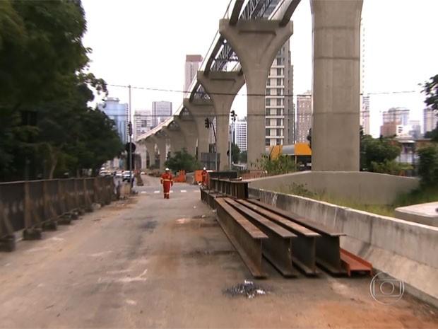 Obra na linha Ouro do monotrilho (Foto: TV Globo/Reprodução)