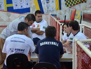 Comissão técnica do São José Basquete faz reunião no ginásio Lineu de Moura (Foto: Danilo Sardinha/Globoesporte.com)