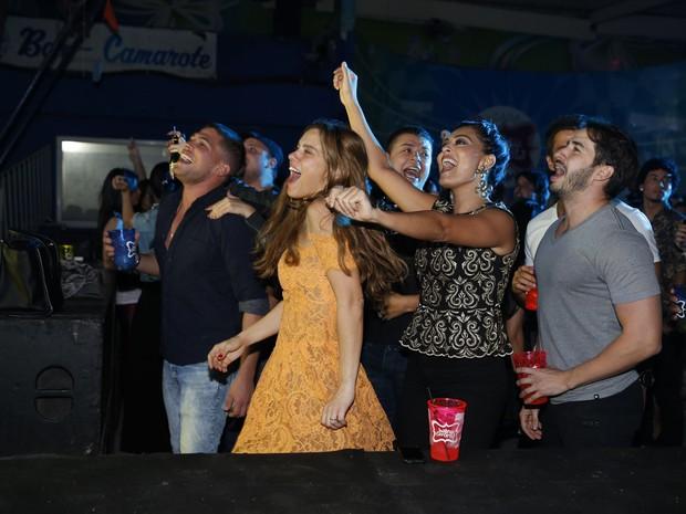 Carolina Dieckmann e Juliana Paes são pura empolgação em festa de Preta Gil no Rio (Foto: Felipe Panfili/ Ag. News)