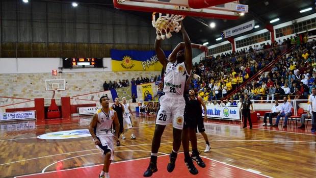 Alex Oliveira São José Jacareí Basquete (Foto: Danilo Sardinha)