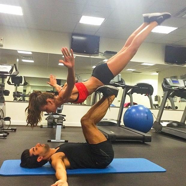 Izabel Goulart praticando a modalidade (Foto: Reprodução/Instagram)