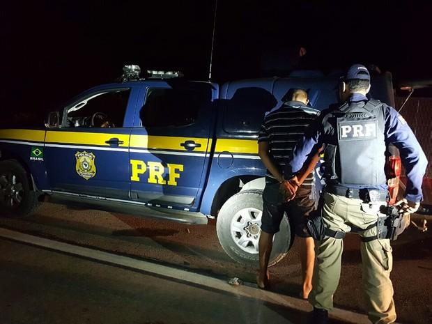 Segundo a PRF, suspeito afirmou que levaria drogas para João Pessoa (Foto: Divulgação/PRF)