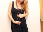 Sheila Mello exibe o barrigão de grávida em dia de compras