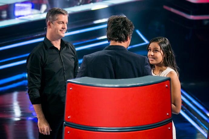 Abgail já está atenta as dicas de Victor & Leo (Foto: Isabella Pinheiro/Gshow)