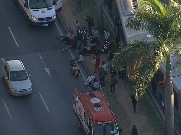 Batida entre ônibus do Move deixam feridos em Belo Horizonte (Foto: Reprodução/TV Globo)