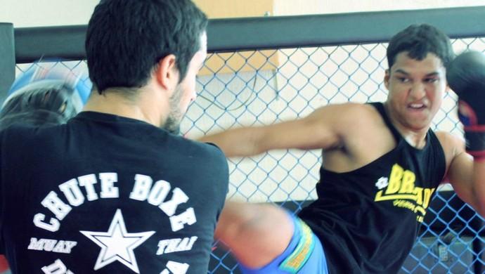 Gustavo Gabriel se prepara para enfrentar o paulista Alex Bassani no Super Heroes (Foto: Cortesia/Diogo Rocha)