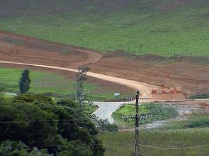 Estrada entre Aeroporto Regional da Zona da Mata e BR-040 (Foto: Reprodução/TV Integração)