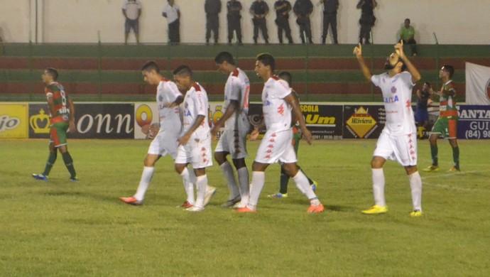 Gol de Daniel Costa - Santa Cruz-RN x América-RN - Estádio Iberezão (Foto: Jocaff Souza/GloboEsporte.com)