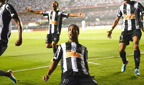 Com gols de Ronaldinho Gaúcho e Diego Tardelli, o Atlético-MG ganhou o primeiro jogo por 2 a 1 e agora joga com a vantagem (Foto: AFP/Reprodução: Globoesporte.com)