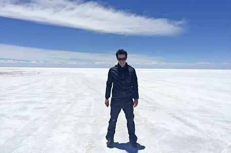 Erom Cordeiro filma do deserto de sal, na Bolívia (Foto: Arquivo pessoal)