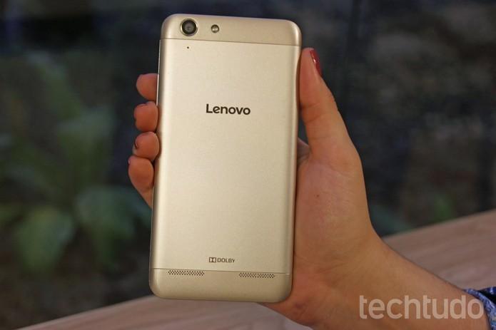 Lenovo K5 pode ser encontrado com facilidade em lojas nacionais (Foto: Caio Bersot/TechTudo)