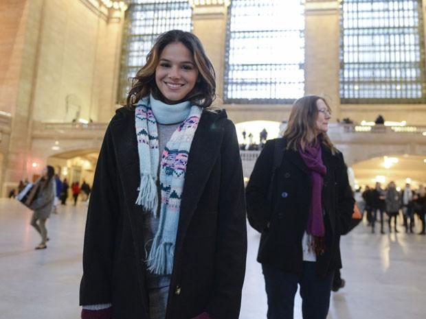 Sempre linda, a atriz posa para mais uma foto (Foto: Globo/Zé Paulo Cardeal)