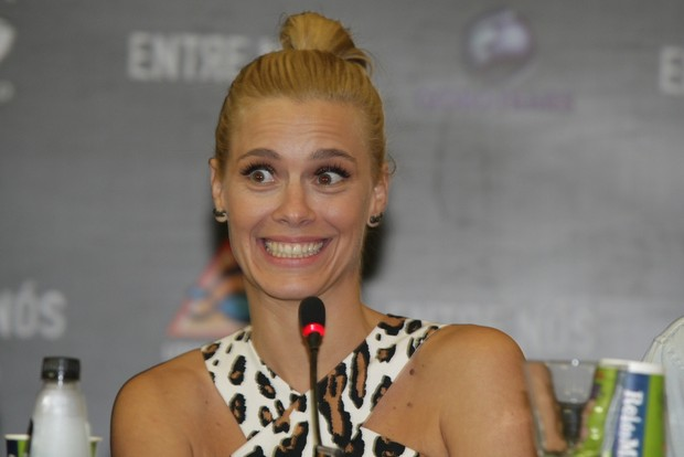 Carolina Dieckmann na coletiva de imprensa do filme Entre Nós (Foto: Leo Franco / AgNews)
