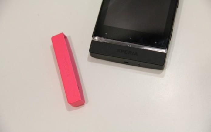 O aparelho tem duas capas coloridas que podem ser trocadas (Foto: TechTudo)