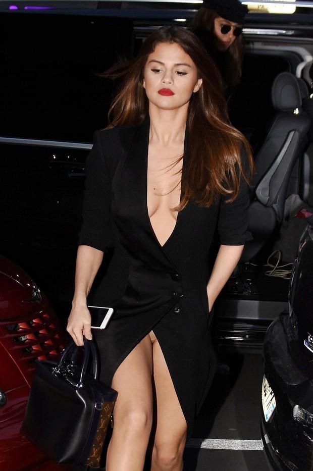 53 Best F U N N Y Images On Pinterest: Selena Gomez é Vítima De Cliques Indiscretos Duas
