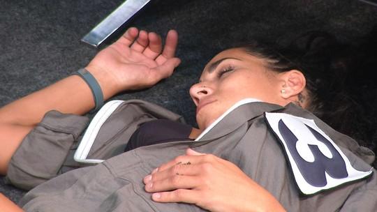 Juliana fecha os olhos durante Prova do Líder